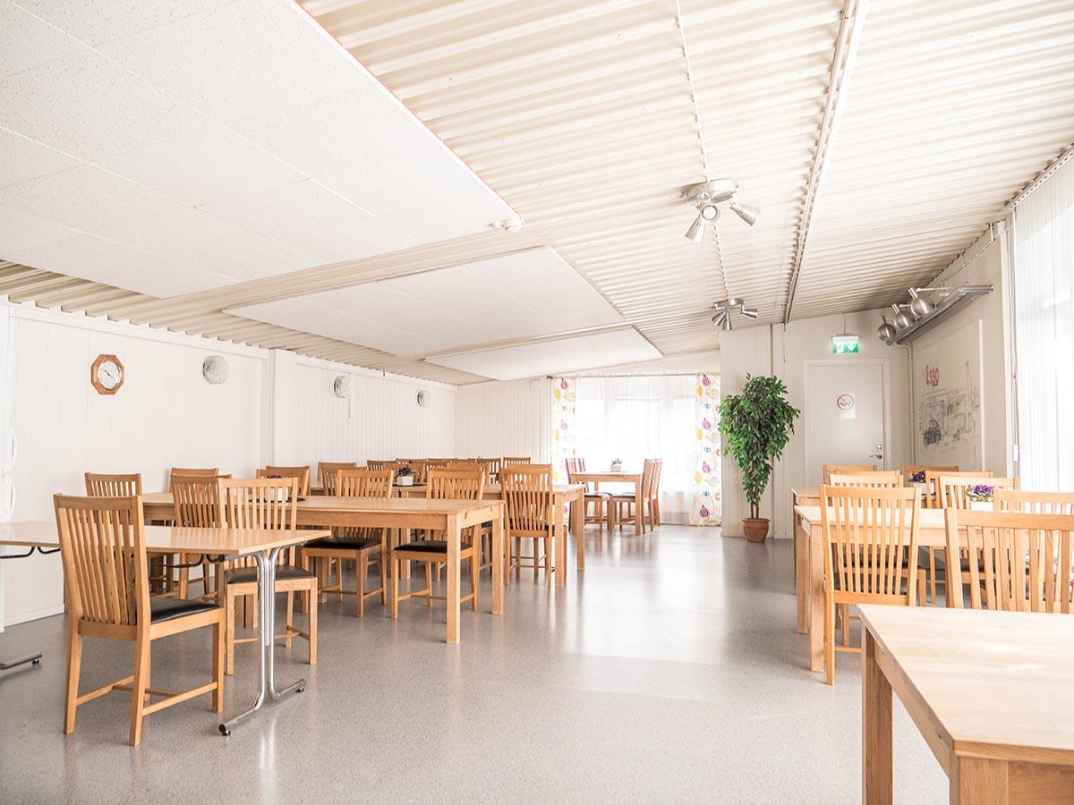 Matplatser bord och stolar - Vandrarhemmet Tärnan Tibro Skövde
