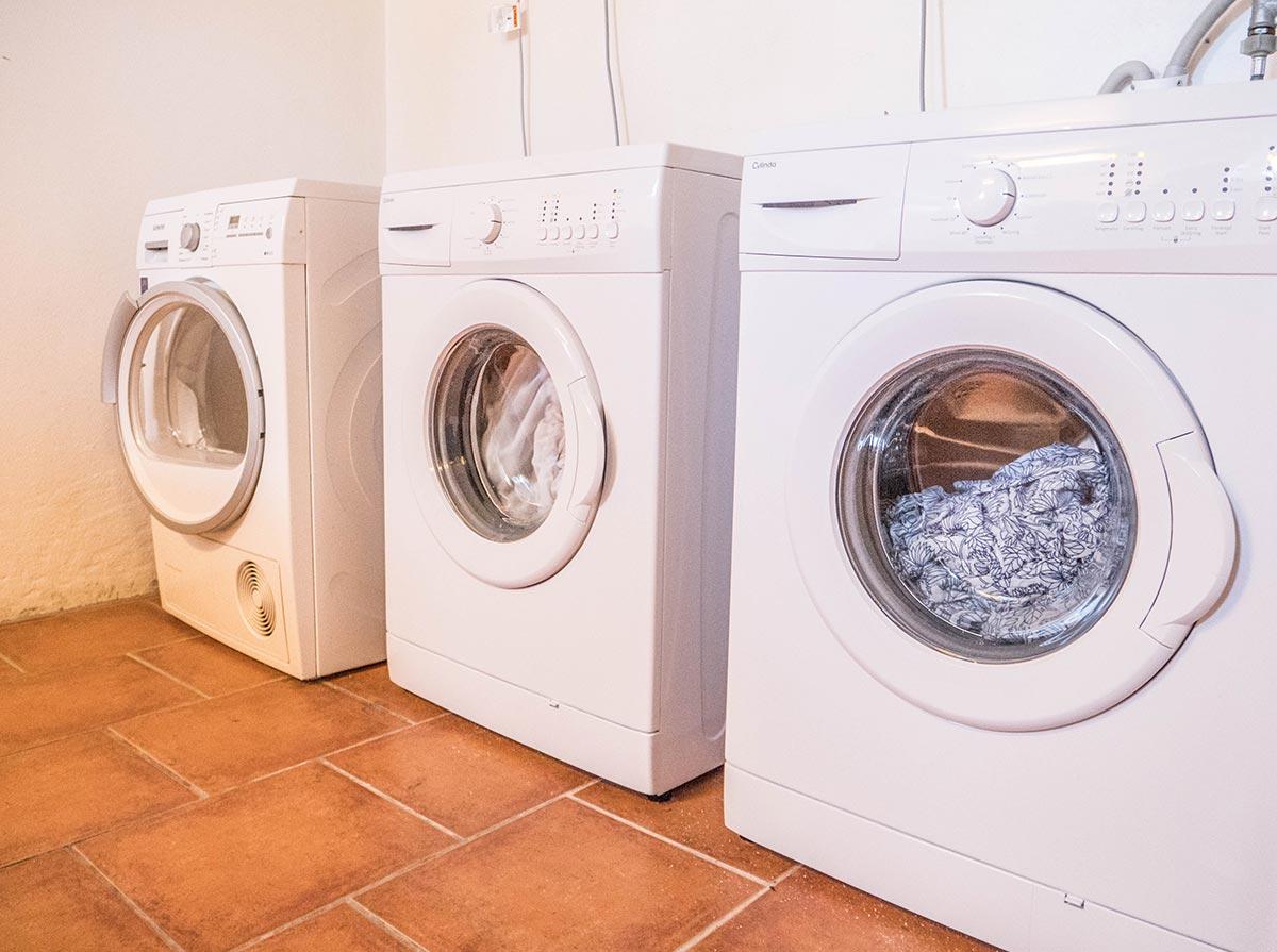 Tvättmaskiner i tvättstugan - Vandrarhemmet Tärnan Tibro Skövde